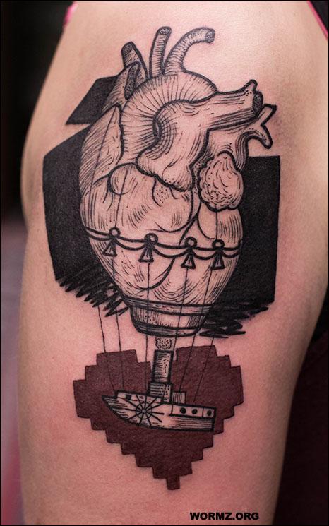 Graphic anatomy heart tatuointi